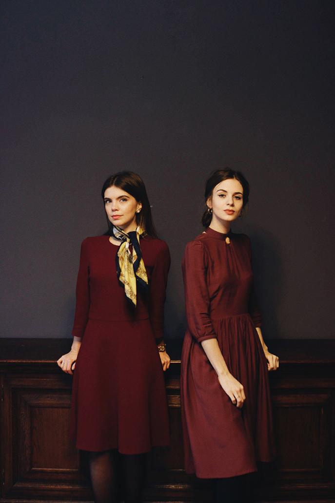burgundowa sukienka
