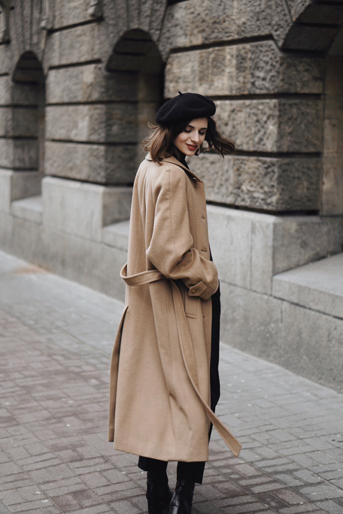 beżowy zimowy płaszcz burberry Karolina Maras