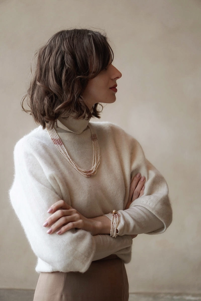 biały golf, perły, spódnica Max Mara