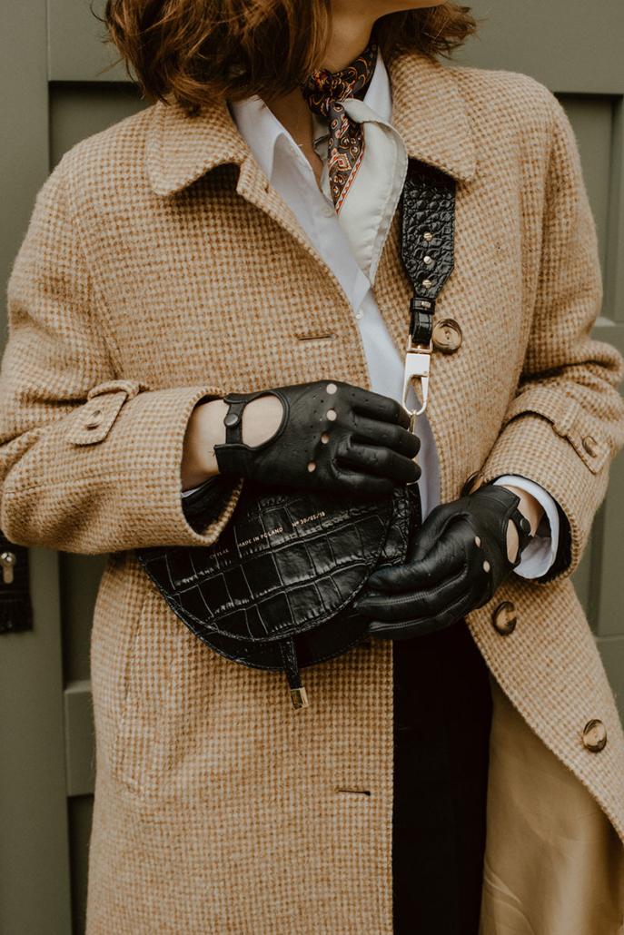 torebka chylak półksiężyc, rękawiczki samochodowe czarne