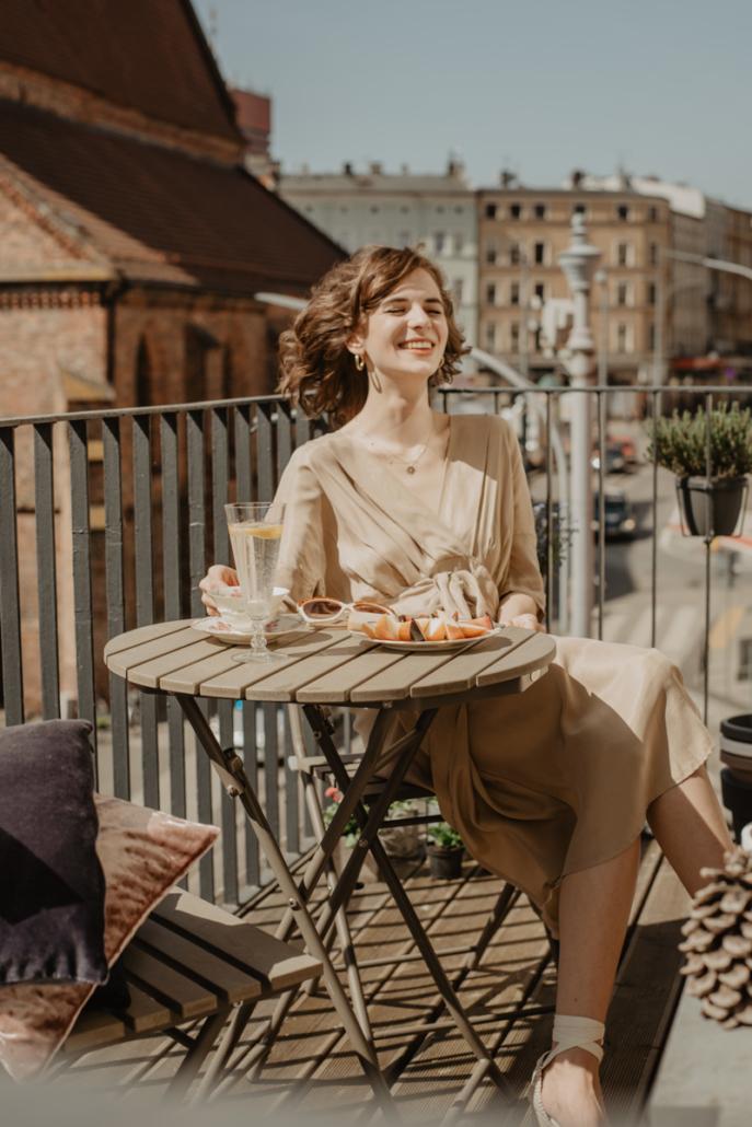 beżowa sukienka, włoski styl, Karolina Maras