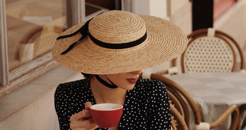 kapelusz z kokardą, Karolina Maras